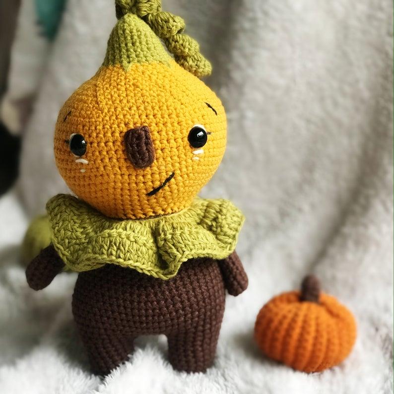 Halloween cute pumpkin doll crochet amigurmi pattern for beginners, no sew crochet pattern