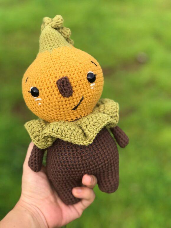No sew crochet amigurumi pumpkin doll pattern for Halloween home decoration, farmhouse cozy diy doll
