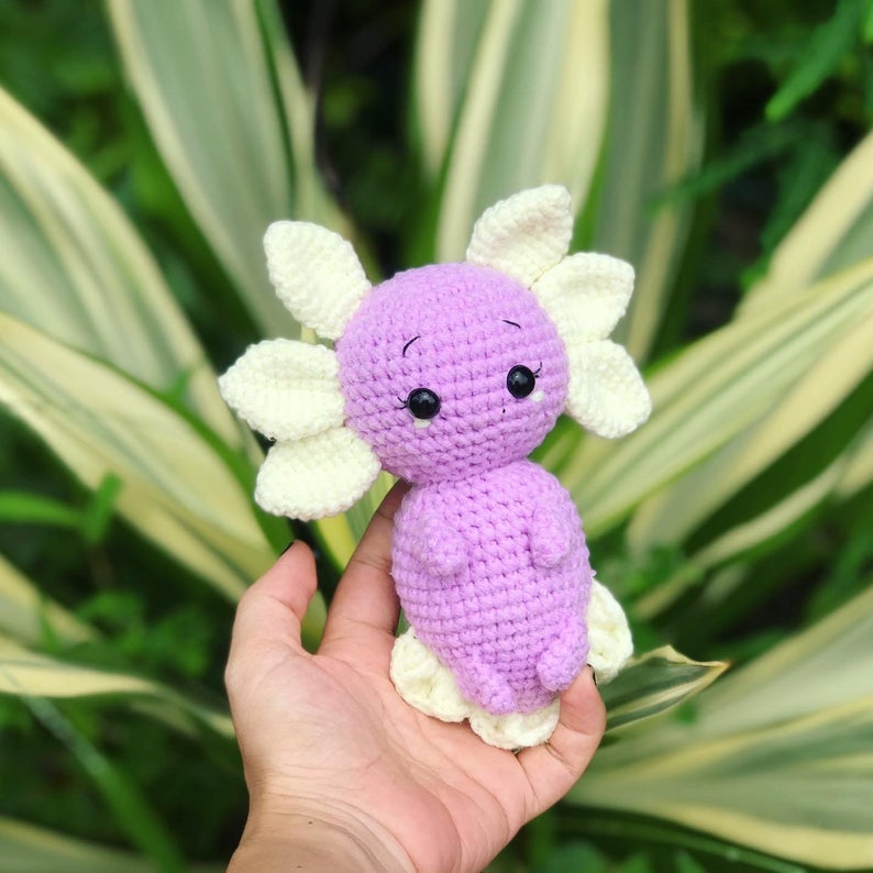 Cutest amigurumi axolotl crochet pattern that you can make easily with step by step crochet instuction, photo tutorial and video tutorial. #axolotl #amigurumipattern #crochetpattern #crochetanimal