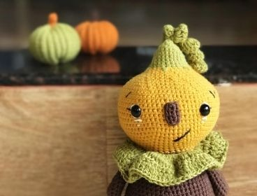 free pumpkin crochet pattern for beginners that can help you to crochet any size of pumpkins