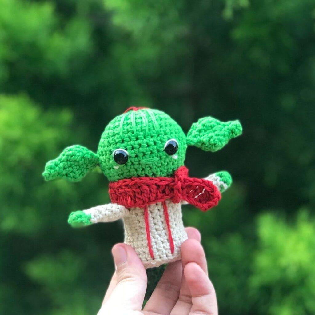 Baby Yoda free crochet pattern no sew amigurumi pattern for beginners