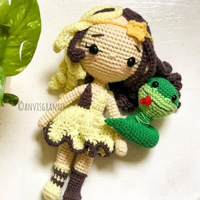 Chinese zodiac snake crochet amigurumi pattern and Gemini Princess amigurumi doll pattern for beginners