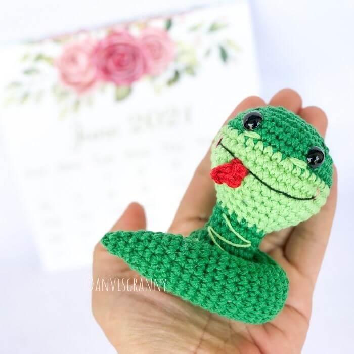 Chinese zodiac snake crochet amigurumi pattern for beginners
