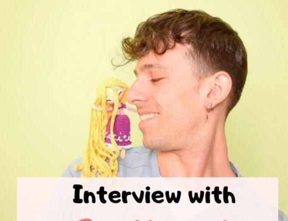 Crochet Designer Interview – Ganchigurumi + Free doll keychain PDF pattern
