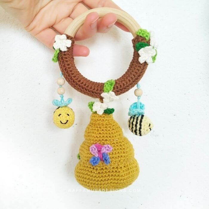 bee hive rattle for baby amigurumi crochet pattern
