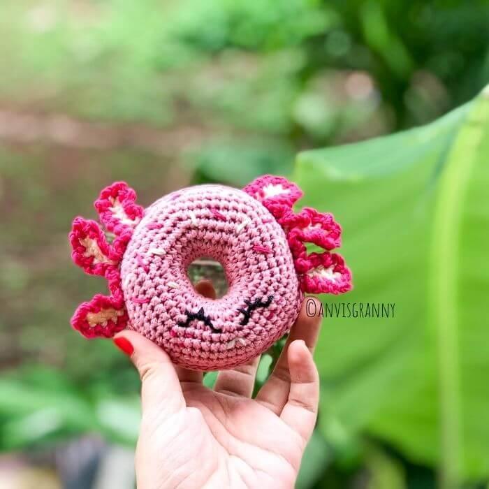 baby axolotl plush toy donut amigurumi crochet pattern for beginners